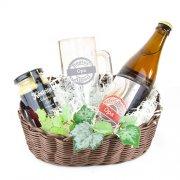 Geschenkkorb für den besten Opa - Bierpräsent mit individueller Namensgravur, Motto-Bieretikett und Senf