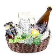 Geschenkkorb Feierabendbier - Bierpräsent mit individueller Namensgravur, Motto-Bieretikett und Senf